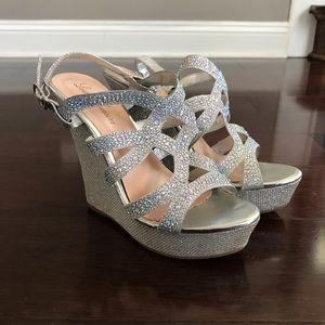 Like New! Lauren Lorraine Wedge Heel Sandals